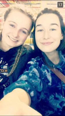 Teresa mit ihrer Freundin