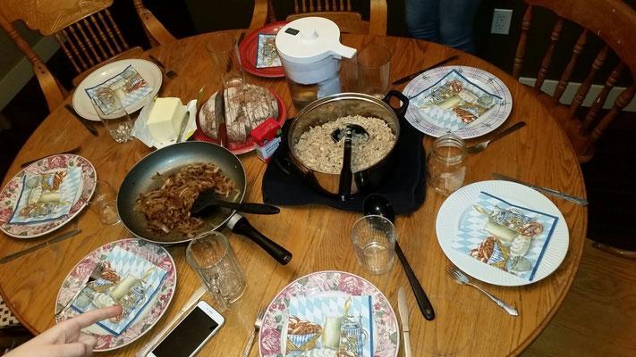 Zwiebelringe, Käsespätzle und viele hungrige Mägen....
