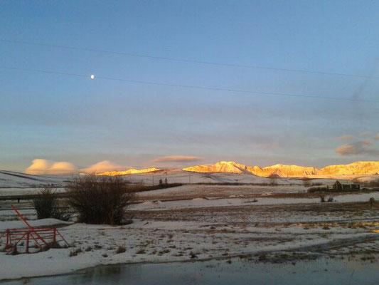 In der Sonne glühen die Berge
