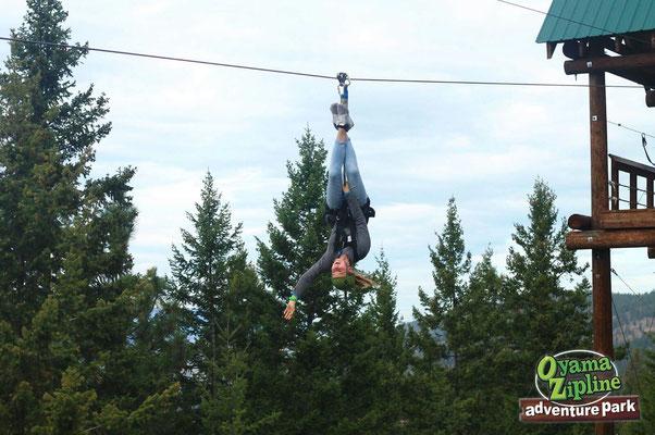 Teresa beim Ziplining