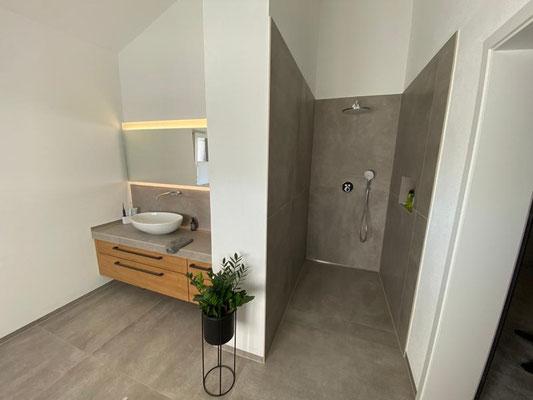 Herz & Wesch Neubau Bad und Gästebad Burgberg