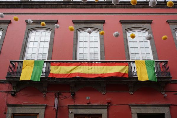 Die Flaggen von Arucas, Gran Canaria und Spanien