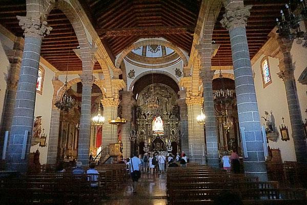 In der Kirche könnt ihr die berühmte Marienstatue bewundern!