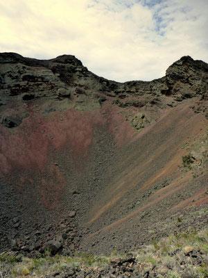 Blick in einen Kraterrand