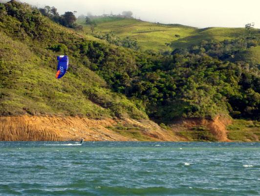 Der thermische Wind beschert Päscu einige schöne Kitestunden