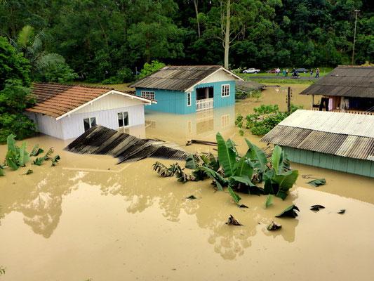 Verherende Überschwemmungen und grosse Schäden für die lokale Bevölkerung