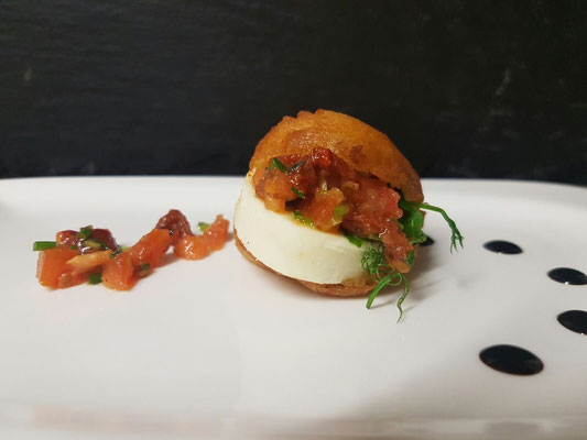 Tomate-Mozzarella im Bierteig