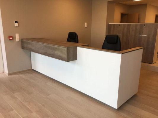 Fabrication et pose de mobilier de bureau d'assurance