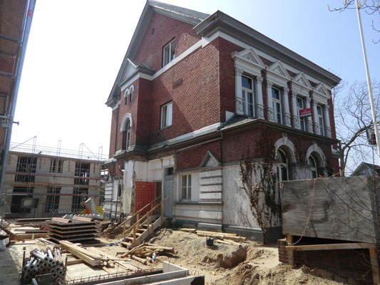 Vor der Sanierung Restaurierung Fassade Klinker Fugen Stuck Löwenburg Meerbusch