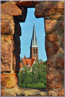 Blick auf die Petruskirche vom Giebichenstein aus