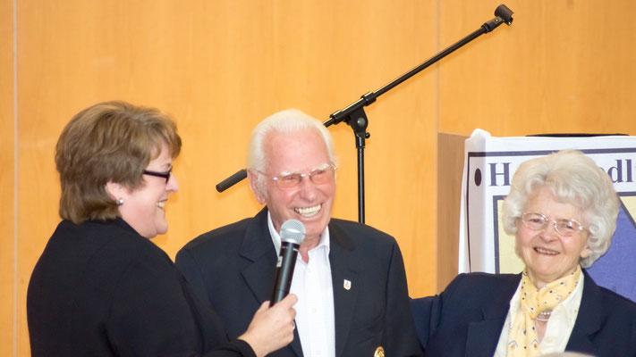 Hans-Hermann Bredehöft wurde mit seiner Frau Dorothea als Ehrenmitglied für 60 Jahre Mitgliedschaft geehrt. Er hat mit seinem Wirken viel für die Entstehung der Heidesiedlung und dem späteren Neu Wulmstorf getan.
