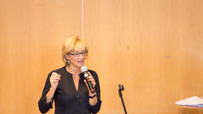 Christiane Heer-Michalsky sorgte mit Ihrem Sohn Alexander für die musikalische Begleitung der Feier.