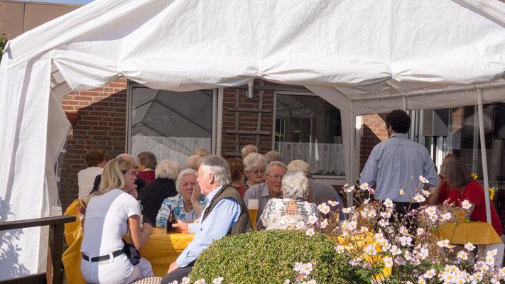Die Mitglieder genossen im Anschluss an die Feier noch schöne, sonnige Nachmittagsstunden in unserem Vereinshaus.