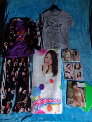 """Akkyan Stuff!!! ein süßes Handtuch, ihre beiden Gravure DVD's, ihre Type Editions, ihr 22th Anniversary T-Shirt und ein 1:1 Outfit aus """"Showroom"""""""