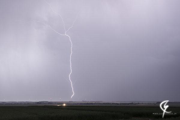 Eclair ascendant partant d'une éolienne