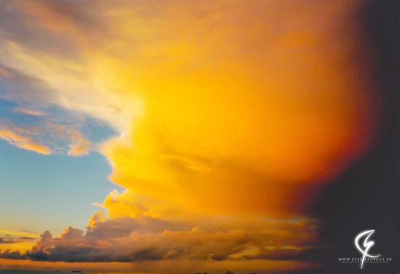 Magnifique enclume éclairée par le soleil couchant