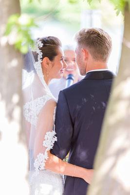 Hochzeit, wedding, paar, Perspektive, innig, vertraut, glück, zufrieden, fallen lassen, couple, Braut, Bräutigam, kleid, Anzug, anhimmeln