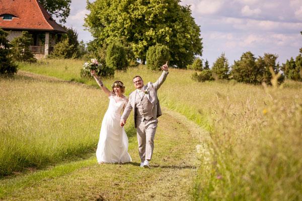 Hochzeitstag, spaß, freude, outdoors, landscape, paar, braut, bräutigam