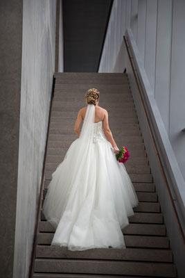 Braut, Brautkleid, weiß, treppe, grau, blumen, strauß, Rücken, stufen, Ulm