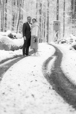 Hochzeit, winter, schnee, spuren, brautpaar, shooting, winterwonderland, eis, gefrohren kalt
