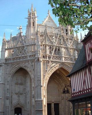 Porche de la Basilique ND d'Alençon