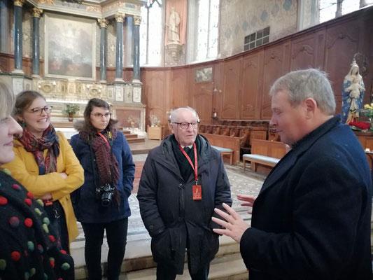 Eric Yvard, administrateur national des Petites cités de caractères de France, adjoint à Bellême accueille l'équipe du réseau Eglises ouvertes  Nord de France