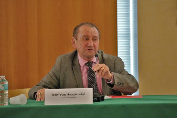 Jean-yves Houssemaine , maire de Séees