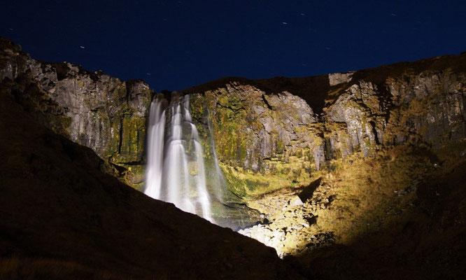 mooi verlichte Baejarfoss bij Olafsvik