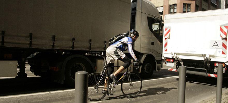 Eilbote Fahrradkurier Verkehr Frankfurt