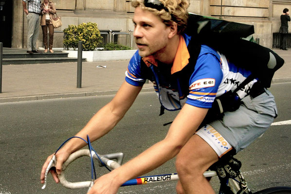 bike courier photo frankfurt