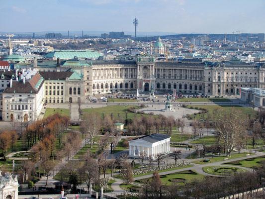 Hofburg, die beiden Reiterstatuen und der Theseustempel