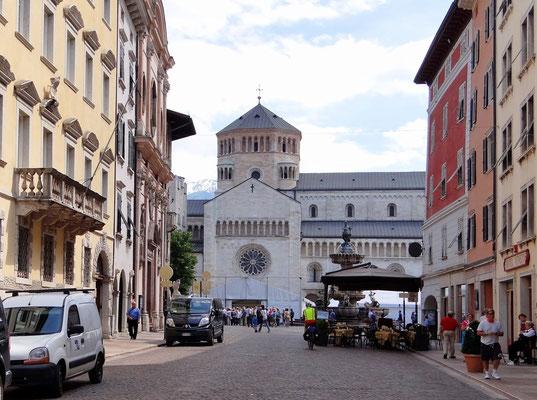 Kathedrale di San Vigilo - Nordfassade des Doms mit Glücksrad