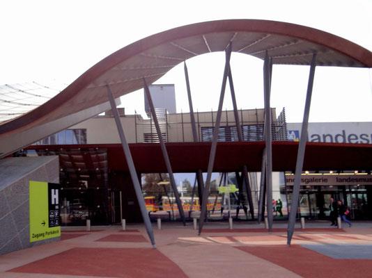 Landesmuseum - multimediales Erlebnismuseum der Bereiche Natur, Kunst und Landeskunde - erbaut von Architekt Hans Hollein