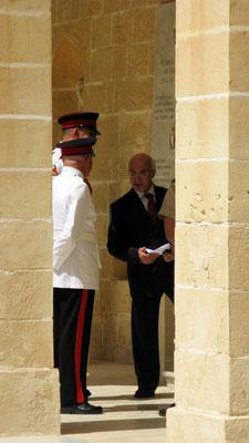 er ist da ... Präsident George Abela