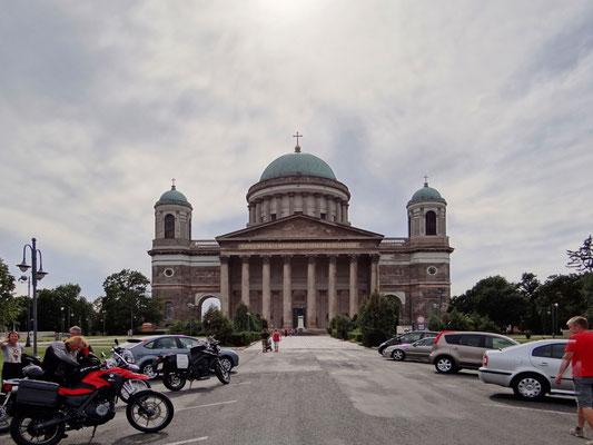 Hauptfassade der Basilika