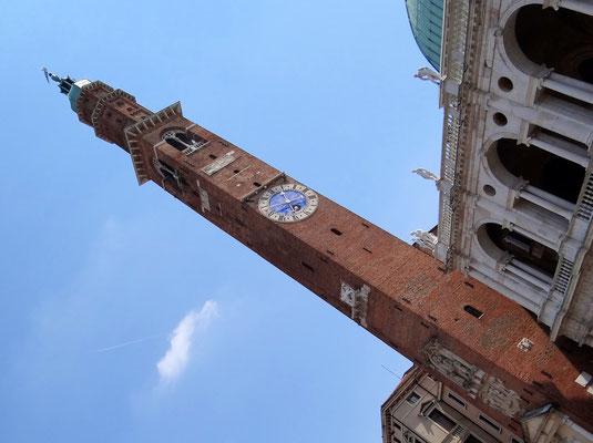 Torre di Piazza auf der Piazza dei Signori