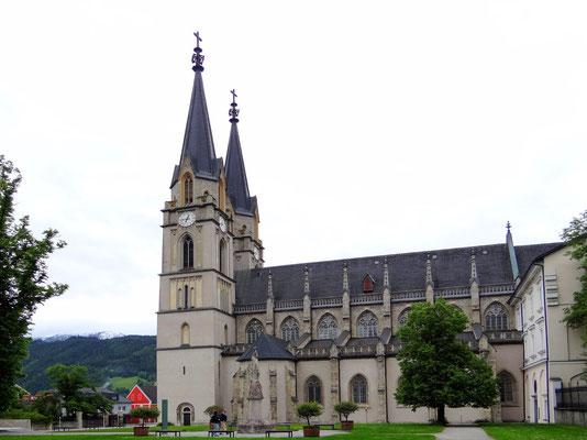 die neugotische Stiftskirche