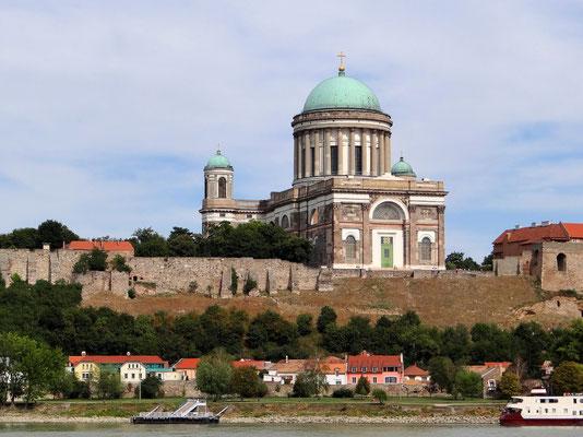 Basilika Esztergom von Sturovo aus gesehen zeigt die Westfassade