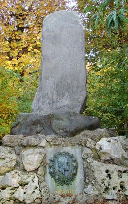 Philipp-Franz-Siebold-Denkmal beim Japanischen Garten - bayerischer Arzt, Japan- und Naturforscher, Ethnologe, Botaniker und Sammler