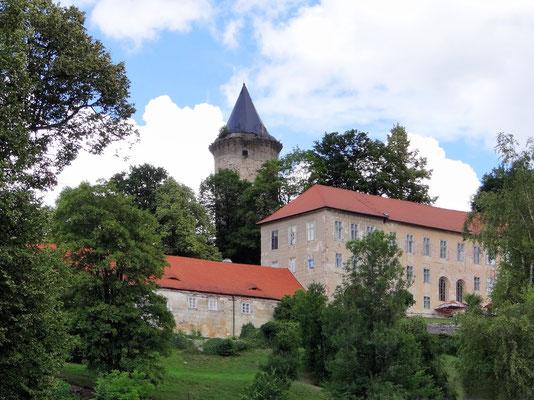 die Obere Burg mit dem steinernen Wachturm