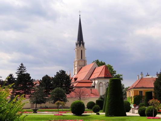 Hietzinger Kircherl von Schönbrunn aus gesehen