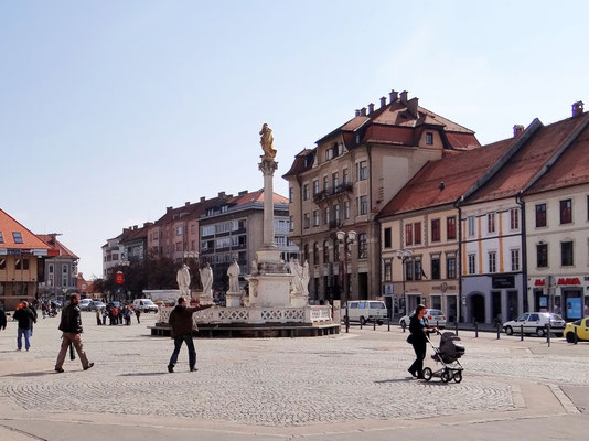 Platz - Glavni trg - Pestsäule