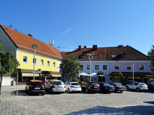 die ehemaligen Kaufhäuser Aumayr,  Zeihnhofer und Ecker