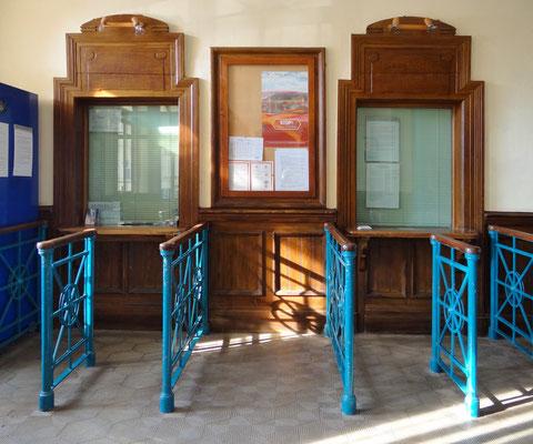 der erhaltene Jugendstil-Bahnschalter