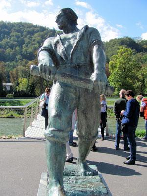Flößer Statue an der Savinja, geschaffen vom Bildhauer Boris Kalin in den frühen 60er Jahren