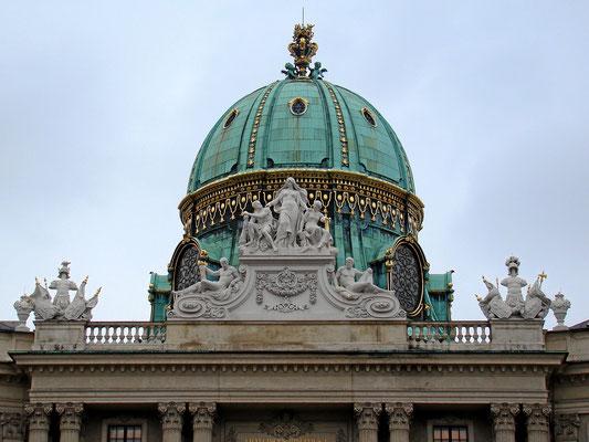 die Kuppel vom Michaelerplatz aus gesehen