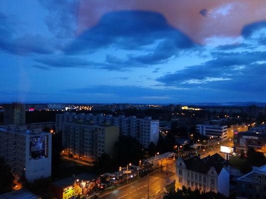 Morgendämmerung - Blick aus dem Hotelfenster