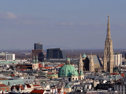 Blick vom Rathaus zum Stephansdom und Peterskirche