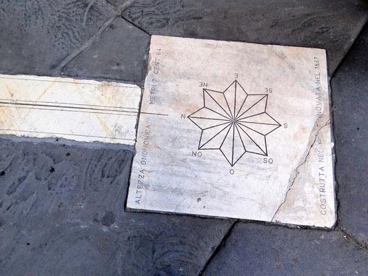 beim Durchqueren des Palazzo delle Ragione mit dem Wendekreis der Sonnen