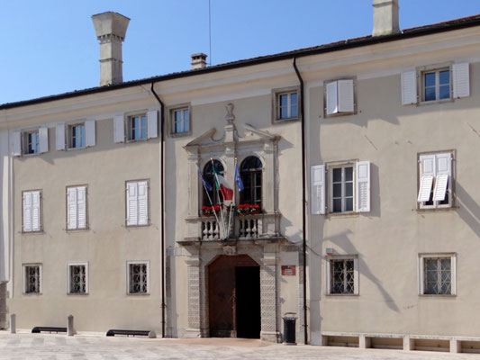 Palazzo Locatelli, Sitz des Rathauses